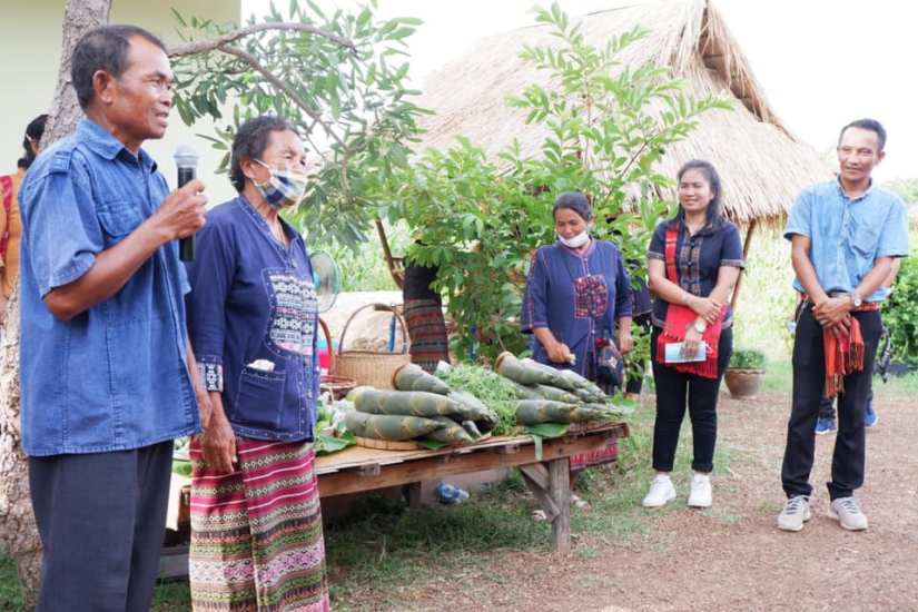 Mr Prateuang and Mrs Saithong Phusrisom welcomed visitors on 25.06.2020 and showing some local produces from Baan Dong Bang village