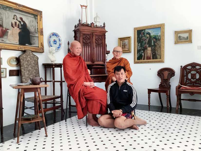 Mr Gosit, the local teacher was guided tour of the Museum to Senior Monks from Maha Sarakham Province. 5.12.20